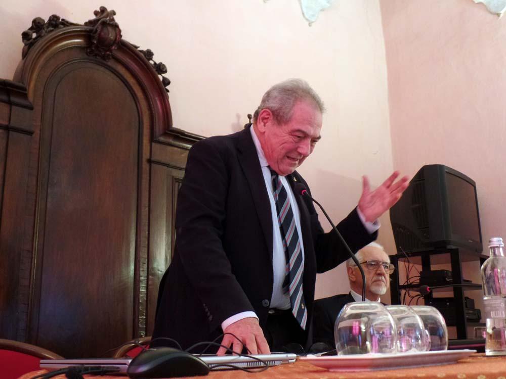 Giuseppe Catenacci, Presidente Emerito dell'Associazione Nazionale Ex Allievi della Nunziatella, presedie i lavori del convegno