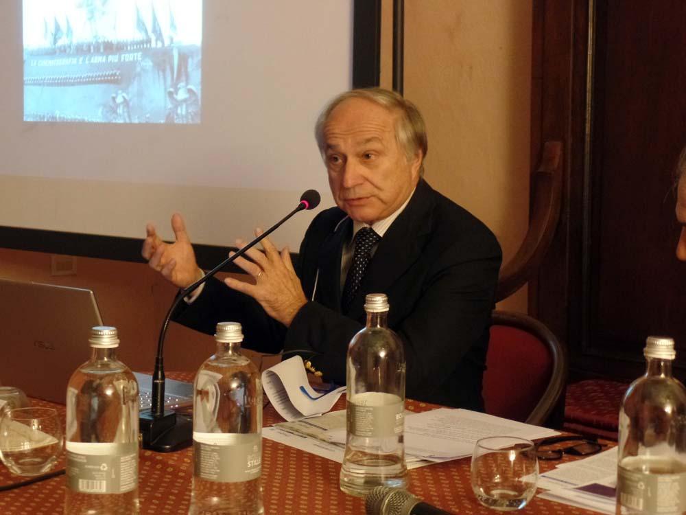 """Il Prof. Giorgio Sangiorgi ha parlato sul tema """"La cinematografia è l'arma più forte"""". Il cinema di regime, 1922-1937. Proiettando filmati d'epoca."""