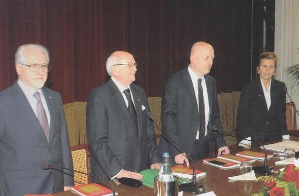 Marzia Taruffi presenta i Grandi Maestri della Massoneria italiana, Stefano Bisi e Antonio Binni, a un Martedì Letterario del Casinò di Sanremo.